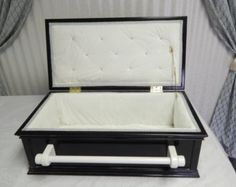 Medium Handcrafted Elegant Pet Casket, Black Lacquer With Plush White Fur Fleece Lining