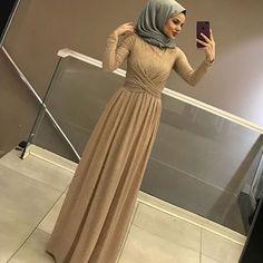 Price: 130 p ? Size: Length: 144 cm Fabric: Self-simulated Silk Crepe Snow . Hijab Dress Party, Hijab Style Dress, Dress Outfits, Muslim Fashion, Modest Fashion, Hijab Fashion, Fashion Dresses, Simple Dress Pattern, Muslim Dress