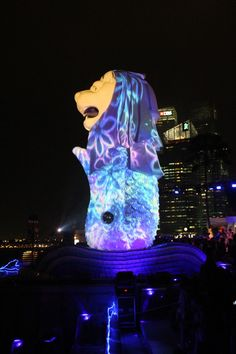 Standing at 8.6metres high, the Merlion statue is a famous icon not to be missed at the Merlion Park! The Merlion has a lion's head and a fish's body and it is a mythical creature designed for the Singapore Tourist Promotion Board. MRT: Raffles Place