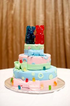 gummy bear wedding cake world s largest gummy gummi bears 15020