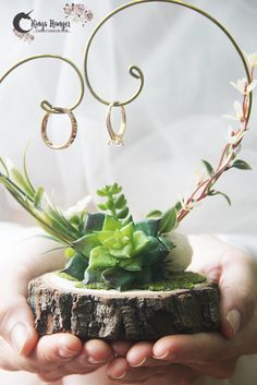 If you feel bored with traditional ring pillow and still consider some ring box . Why not try a new way to hold your rings with ring hanger ? Wedding Table, Wedding Favors, Rustic Wedding, Wedding Ceremony, Our Wedding, Wedding Gifts, Dream Wedding, Engagement Decorations, Outdoor Wedding Decorations