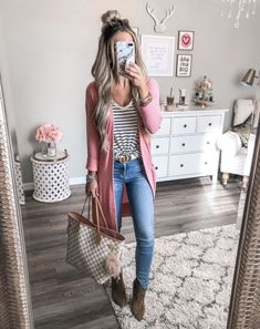 Fall Outfits Pink cardigan denim jeans stripe tee Louis Vuitton Neverfull Damier Azure Gucci Belt casual outfit The best fall fashion to get you inspired We feature fall. Trendy Fall Outfits, Fall Outfits For School, Winter Fashion Outfits, Cold Weather Outfits For School, Fall Outfits 2018, Stylish Mom Outfits, Fall Casual Dresses, Fall Dress Outfits, Casual Fall Fashion