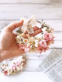 Dried Flower Wreaths, Dried Flowers, Christmas Swags, Diy Bouquet, Flower Wall Decor, Wedding Preparation, Arte Floral, Spring Crafts, Flower Crafts