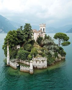 5 days in Italy: Best of Italy Tour from Rome - Haus am See/House at the lake - Travel Beautiful Castles, Beautiful Buildings, Best Of Italy, Italy Tours, Beautiful Places To Travel, Places Around The World, Italy Travel, Italy Map, Rome Italy