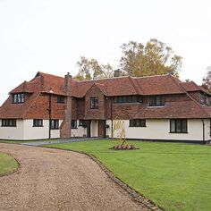 lovely use of hanging tiles on exterior of this beauty Facade House, House Exteriors, 25 Beautiful Homes, Arts And Crafts House, Thatched Roof, Dream House Exterior, House And Home Magazine, Pool Houses, Surrey