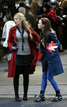 blake lively and leighton meester as serena van der woodsen and blair waldorf