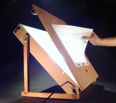 mesa de luz.                                                                                                                                                                                 Más