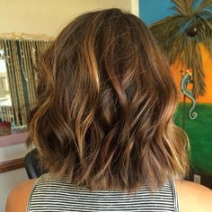 medium+wavy+straight+cut+bob+with+highlights