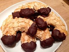 Almond croissants from baerbelchen No Bake Desserts, Delicious Desserts, Yummy Food, Croissants, Chocolate Desserts, Chocolate Chip Cookies, Almond Croissant, Sweet Cakes, Food Hacks