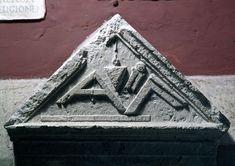 Stele funeraria degli Aebutii con strumenti di misurazione - Musei Capitolini Roma #TuscanyAgriturismoGiratola