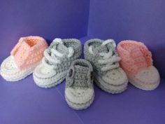 How to crochet My easy new born baby converse style slippers p5 with a l...