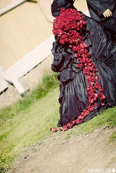 red wedding flowers, bouquet, black #wedding dress alternative brides