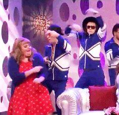One Direction dancing on SNL bahaha