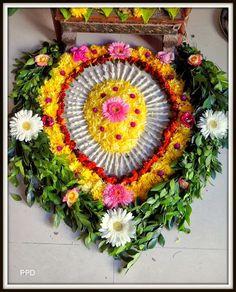 Rangoli Designs Flower, Rangoli Ideas, Flower Rangoli, Simple Rangoli, Flower Garlands, Flower Decorations, Free Hand Rangoli Design, Floating Flowers, Quilling