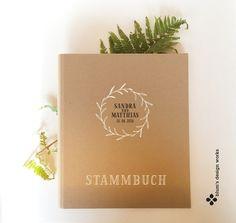 Hochzeitsalben - Stammbuch mit Namen, handbedruckt mit Kranzmotiv - ein Designerstück von blumsdesign bei DaWanda