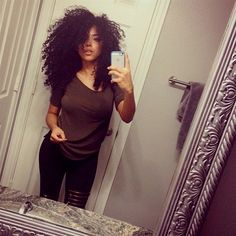 I wish my hair was curly like that. Ethnic Hairstyles, Cool Hairstyles, Curly Hair Styles, Natural Hair Styles, Pelo Natural, Natural Curls, Curls For The Girls, Big Hair Dont Care, Corte Y Color
