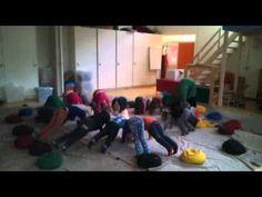 Kinderyoga Zonnegroet - YouTube Baby Yoga, Yoga For Kids, Mindfulness, Zen, Massage, Health, Youtube, Gymnastics, Salud