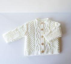 Gilet bébé 3 mois fille ou garçon fait main en acrylique Crochet Toddler, Crochet For Kids, Crochet Baby, Toddler Outfits, Kids Outfits, Hippie Kids, Pull Bebe, Pulls, Baby Knitting