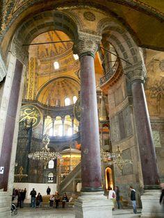 Santa Sofía, columnas de pórfido rojo