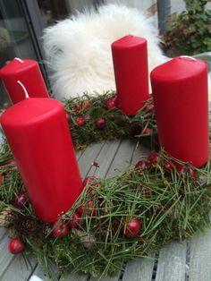 Adventskranz Rotgrün und sehr schlicht                    und nochmal rot und grün
