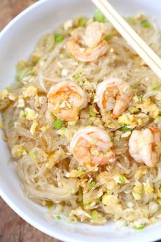 Stir Fried Glass Noodles with Shrimp - Pickled Plum Food And Drinks - - Only 15 minutes to make from start to finish for a big bowl of light and tasty stir fried glass noodles with shrimp. Stir Fry Glass Noodles, Korean Glass Noodles, Recipes With Glass Noodles, Glass Noodle Salad, Rice Noodle Recipes, Noodle Soup, Asian Recipes, Healthy Recipes, Ethnic Recipes