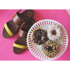 Our Elie sandal in yellow whiskey and some mouth watering donuts from @californiadonuts, how sweet! #Arricci #NationalDonutDay