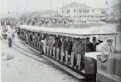 Costa da Caparica, inauguração do combóio Transpraia - 1960