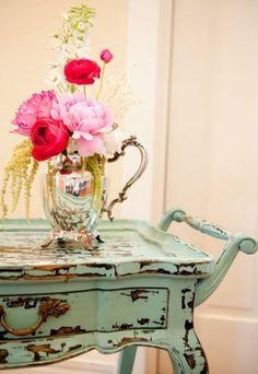 Painted & Distressed Vintage Tea Cart Definitely needed for a shabby chic tea party Tea Trolley, Tea Cart, Distressed Furniture, Painted Furniture, Distressed Wood, Cottage Chic, Cottage Style, Vintage Tea, Vintage Decor