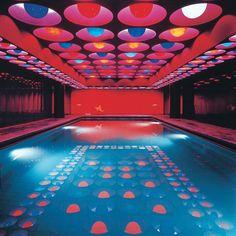 Pop Art Design Vitra Design Museum Weil am Rhein Vitra Design Museum, Pool Indoor, Indoor Swimming, Night Swimming, Design Pop Art, Art Designs, Interior Architecture, Interior And Exterior, Retro Interior Design