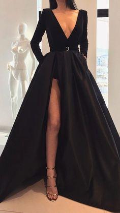 Ball Dresses, Evening Dresses, Outfits Fiesta, Maxi Dress With Slit, Deep V Dress, Different Dresses, Up Girl, Spring Dresses, Spring Outfits