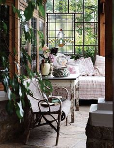 Oh how I would enjoy time spent here, reading and having tea perhaps~