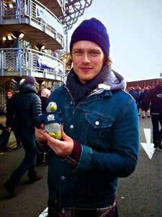 Sam Heughan Weekend Round Up: Videos, Rugby, Penguins