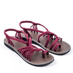 Sandals Summer Sunset Sangria Plaka Palm Leaf Sandals - There is nothing more comfortable and cool to wear on your feet during the heat season than some flat sandals. Rope Sandals, Bohemian Sandals, Flat Sandals, Strappy Sandals, Flat Shoes, Shoes Sandals, Stilettos, Pumps, Cow Girl