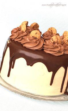 Kinder Bueno cake no-bake - Cooking Recipes Cheesecake Desserts, Köstliche Desserts, Delicious Desserts, Chocolate Sweets, Chocolate Cookies, Blueberries, Sweet Recipes, Cake Recipes, Nake Cake