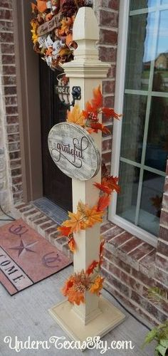 "This welcome post is such a lovely way decorate for any occasion. This will look amazing on your porch! ""I liked this so much that I showed it to my husband and he is going to make it to sit next to our front door"" said a reader: Wooden Welcome Signs, Porch Welcome Sign, Outdoor Projects, Wood Projects, Woodworking Projects, Diy Porch, Porch Ideas, Stocking Stand, Bathtub Cover"
