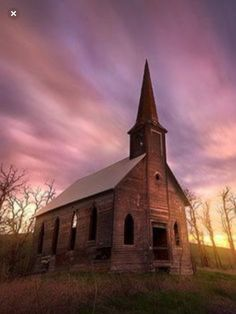 Beautiful photo of an abandoned church in Oregon. Old Abandoned Buildings, Old Buildings, Abandoned Places, Old Country Churches, Old Churches, Architecture Religieuse, Church Pictures, Take Me To Church, Cathedral Church