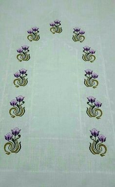 This Pin was discovered by HUZ Cross Stitch Borders, Cross Stitch Rose, Modern Cross Stitch Patterns, Cross Stitch Flowers, Cross Stitch Designs, Free To Use Images, Beaded Cross, Crewel Embroidery, Bargello