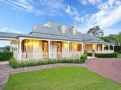 Building Works Australia builds new homes, home extensions and modifications, and also provides a reliable home maintenance service for customers in the Sydney area. Australian Architecture, Australian Homes, Queenslander, Facade House, House Exteriors, Country Style Homes, Country Farmhouse, Modern Farmhouse, Historic Homes
