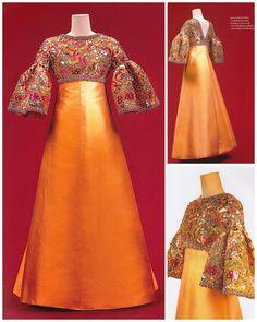 House of Balmain Indian Gowns Dresses, Gala Dresses, Couture Dresses, Fashion Dresses, Hijab Evening Dress, Evening Dresses, Batik Fashion, T Dress, Silky Dress