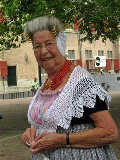 mevrouw Vos. lupineke #Zeeland #Walcheren
