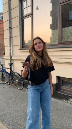 Song Playlist, Teen Fashion, Bell Bottom Jeans, Mom Jeans, Photoshoot, Street Style, My Style, Fitness, Pants