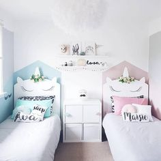 Unicorn bedroom decor - The fashionable mythological animal arrives to conquer the children's bedrooms in an explosion of glitter and pastel colors. Twin Girl Bedrooms, Baby Bedroom, Little Girl Rooms, Girls Bedroom, Bedroom Decor, Unicorn Bedroom, Small Bedrooms, Unicorn Decor, Twin Bed For Girls