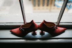 Victorian-Inspired Gothic Elopement in New Orleans - Chic Vintage Brides Red Bridal Shoes, Victorian Halloween, Chic Vintage Brides, Black Wedding Dresses, Wedding Details, Wedding Ideas, New Orleans, Wedding Colors, Halloween Weddings