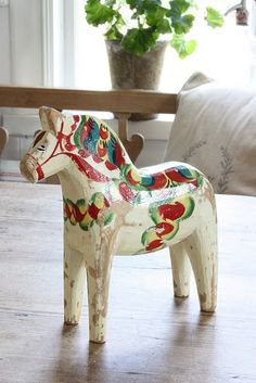 Being a lover of Scandinavian Folk Art, it's not a surprise at all that I love the Dala horse. Of course I love Russian nesting dolls (obviously!), I love the birds of folk art, the flowers, the trees and of course the Dala horse. Swedish Cottage, Swedish Decor, Swedish Style, Swedish Design, Scandi Style, Swedish Christmas, Scandinavian Christmas, Dala Horse, Shabby Chic Stil