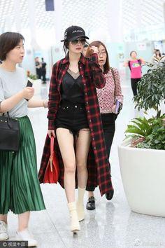 Ulzzang Fashion, Kpop Fashion, New Fashion, Girl Fashion, Fashion Outfits, Womens Fashion, Fashion Trends, Asian Street Style, Korean Street Fashion