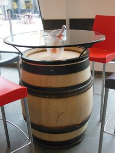 barrel Source by miniwesh Wine Barrel Table, Wine Barrel Furniture, Wine Barrels, Mini Bars, Barrel Projects, Wood Projects, Tonneau Bar, Modern Dining Room Tables, Coffee Table With Storage