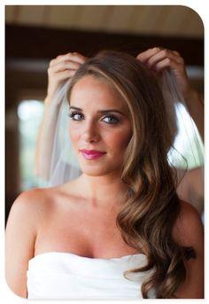 En Riomar fotógrafos nos gusta esta melena para novia. http://riomarfotografosdeboda.com