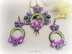 El Rinconcito de Zivi: Conjunto de bisuteria de soutache en tonos morados y verdes, pendientes y colgante de soutache- set soutache jewelry, green- purple soutache earrings and necklace