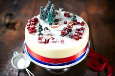 Bee's Bakery's perfect Christmas cake recipe - Jamie Oliver Small Christmas Cake Recipe, Christmas Tree Cake, Christmas 2015, Christmas Ornament, Christmas Ideas, Merry Christmas, Christmas Cooking, Christmas Desserts, Christmas Recipes