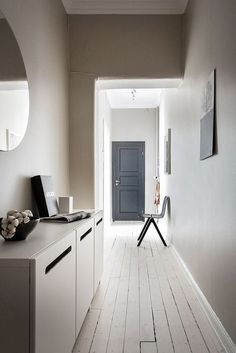 Best Ideas for bedroom white floor layout Hallway Inspiration, Interior Inspiration, Murs Beiges, Floor Layout, Vestibule, Marble Floor, Beige Walls, Simple House, Warm Colors